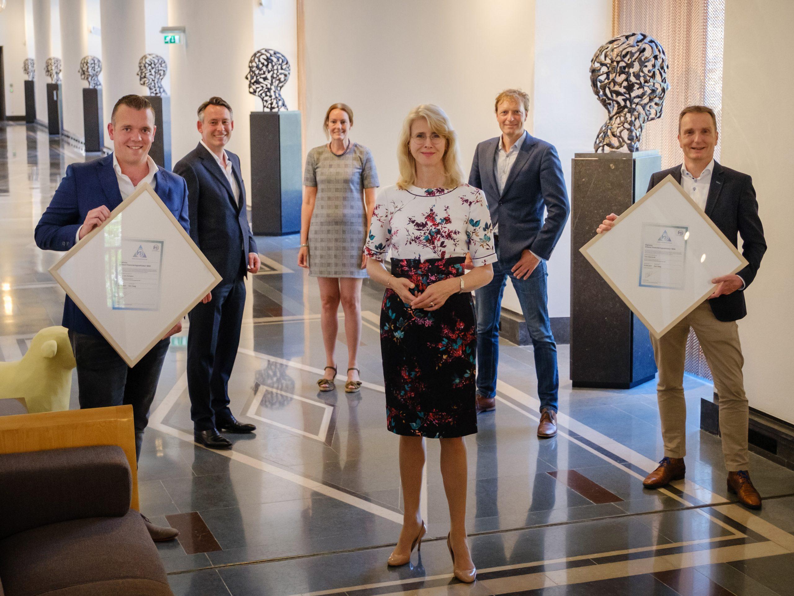 Financieringsadvies voor ondernemers naar hoger niveau, eerste diploma's Erkend Financieringsadviseur MKB uitgereikt door staatssecretaris Mona Keijzer